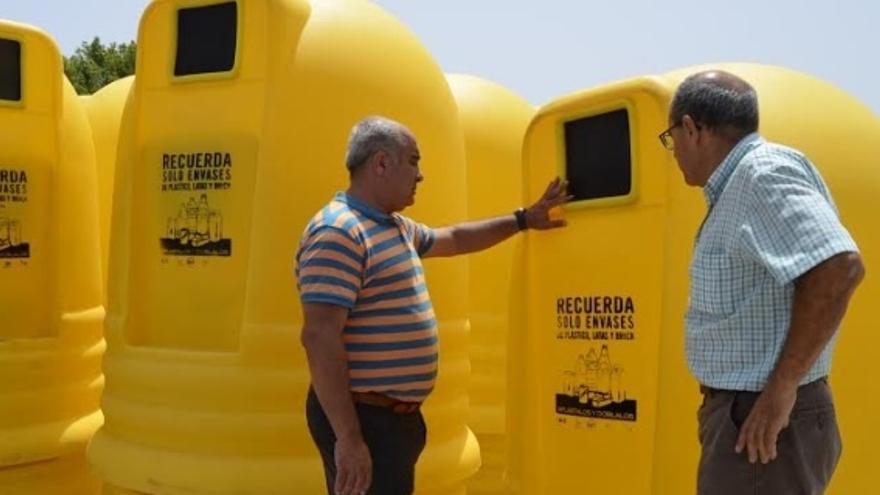 San Bartolomé coloca 100 nuevos contenedores para el reciclaje