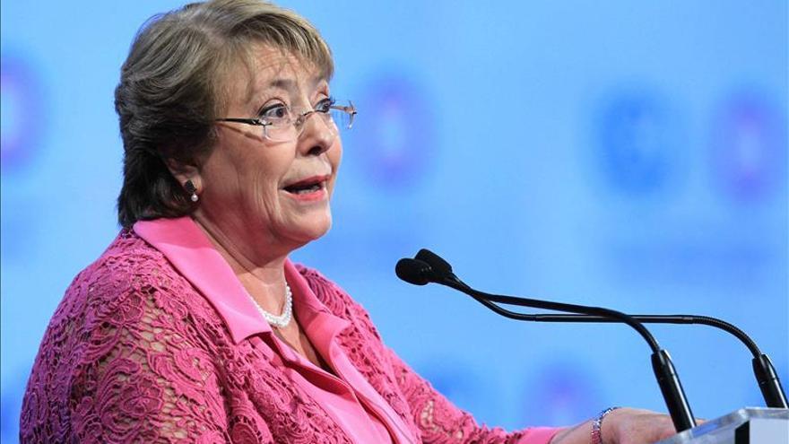 Bachelet anuncia medidas en Chile para atenuar los bajos precios del cobre