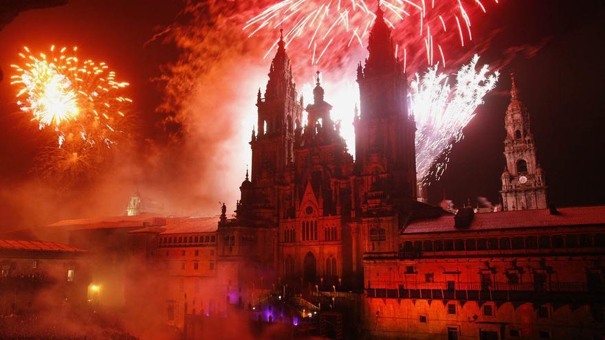 Fogos do Apóstolo de 2008, que todavía incluían la quema de la recreación de una fachada gótica diseñada a finales del siglo XIX