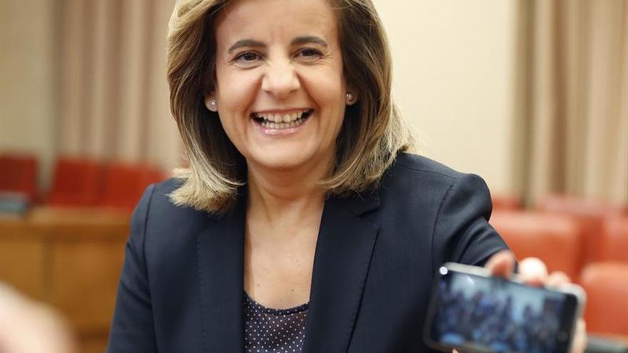 Báñez anuncia una tarjeta social con las prestaciones de cada español