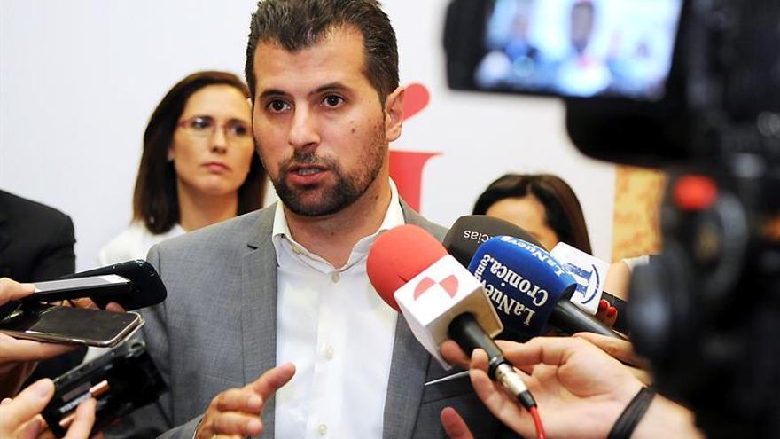 Tudanca, secretario general del PSOE en C. y León, ingresado con neumonía