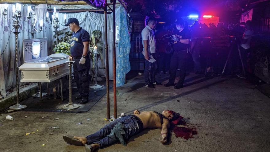 © Ezra Acayan. 'The Death of Michael Nadayo', ganadora del segundo premio en la categoría 'Spot news'. El cuerpo del filipino Michael Nadayao se encuentra en la calle después de ser asesinado a tiros por hombres no identificados.
