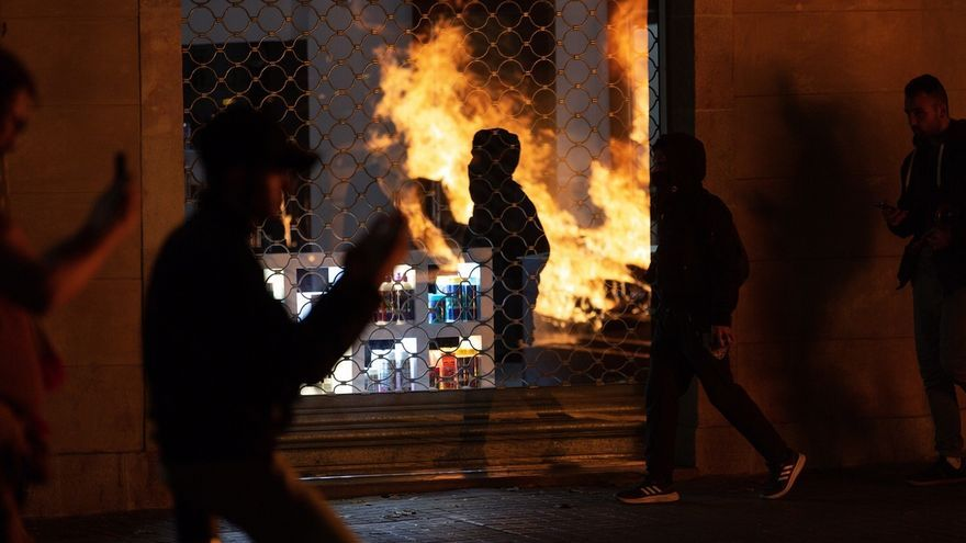 """Colau: """"La violencia nunca es el camino para responder a este conflicto"""""""