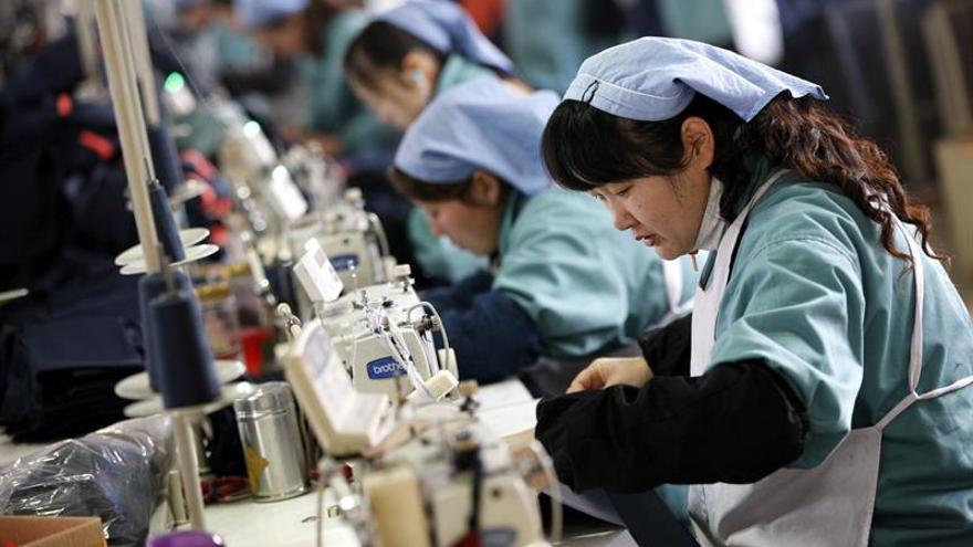 China crece un 6,7 % en el segundo trimestre, sin cambios respecto al primero