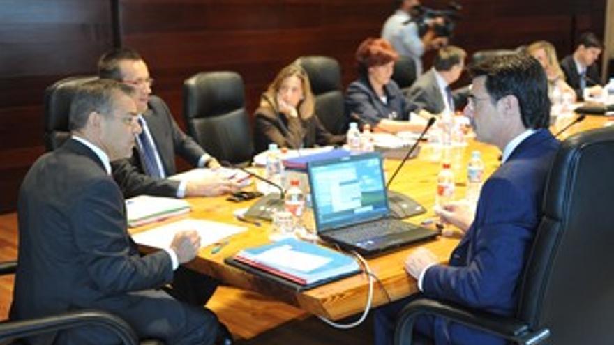 El presidente del Gobierno canario, Paulino Rivero, y el presidente del PP en Ca