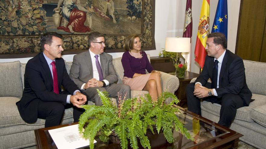 José Miguel Garrido (a la derecha) en una reunión con María Dolores de Cospedal