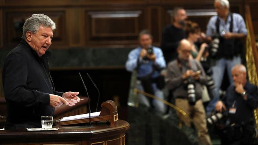 El diputado de Nueva Canarias, Pedro Quevedo, durante su intervención en el debate de las enmiendas a la totalidad de los Presupuestos de 2017