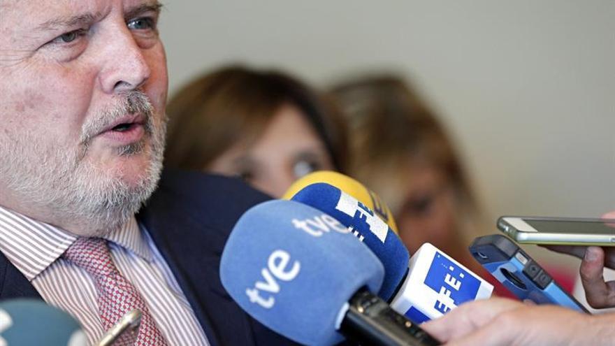 La Junta Electoral prohíbe la visita de Méndez de Vigo a Gullón por electoralista