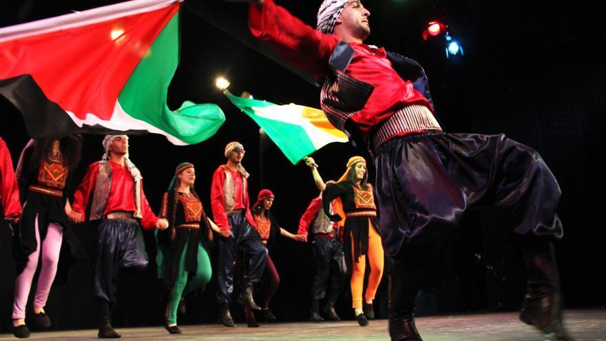 Una actuación de los jóvenes del centro Lajee / Foto: M. Al-Azza.