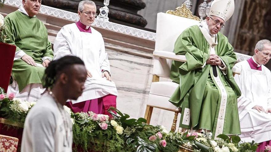 El papa ve hipócrita la cárcel como única opción y pide clemencia para reos