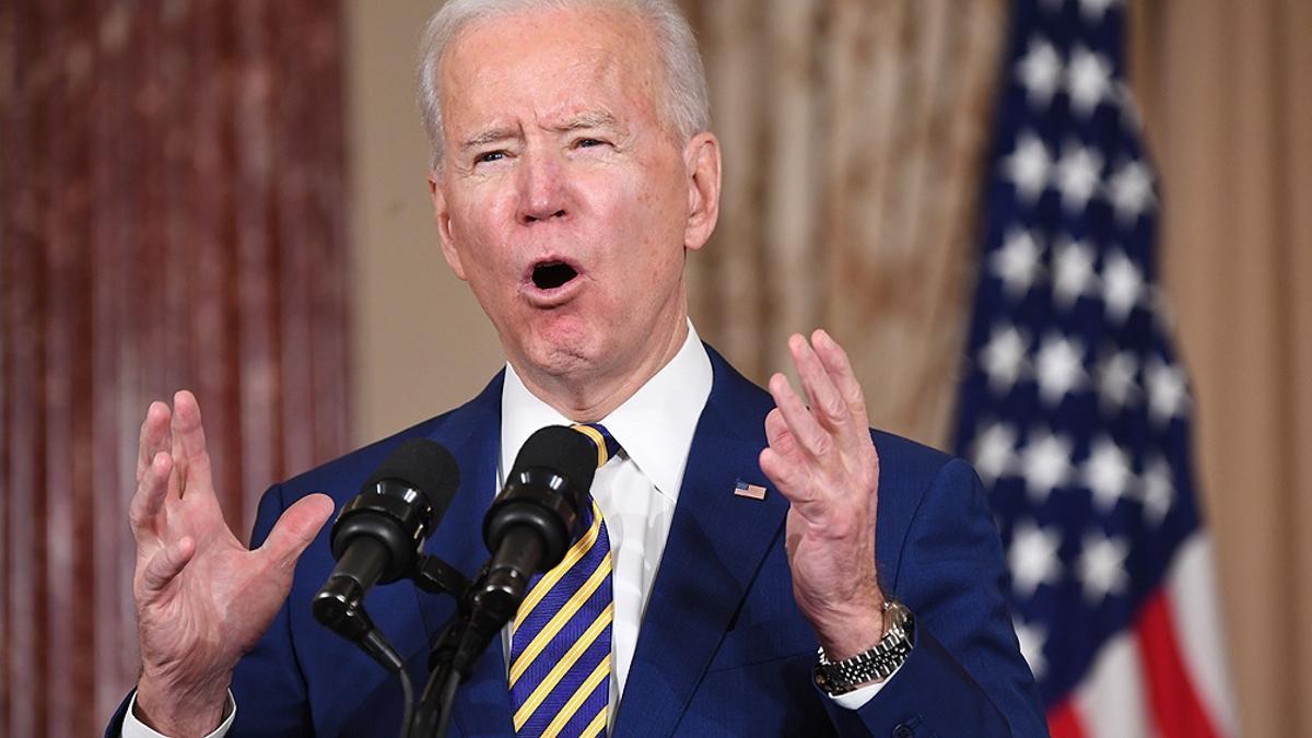 """Biden dice que este nuevo programa """"reconoce la dignidad de la clase media trabajadora""""."""