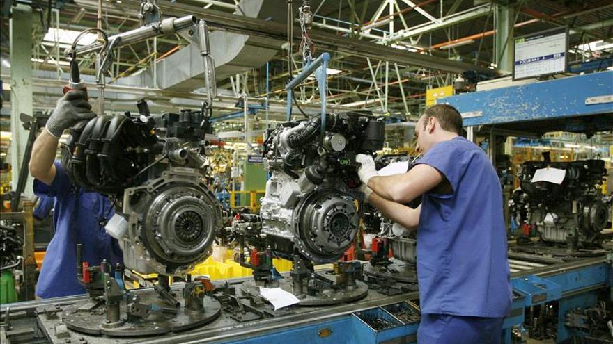 La producción industrial mejora más de tres puntos y crece el 4,8 % en marzo