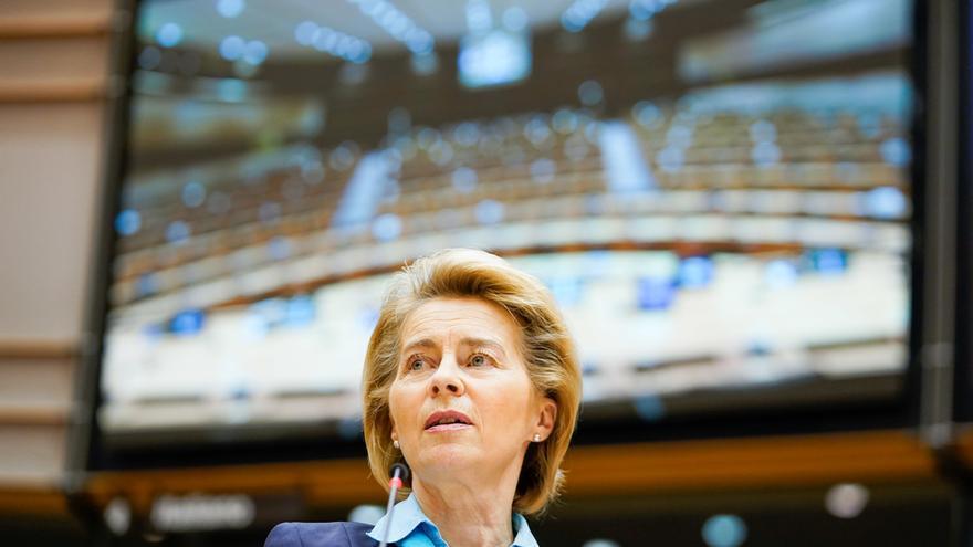 La presidenta de la Comisión Europea, Ursula von der Leyen, en la Eurocámara, el 13 de mayo de 2020.