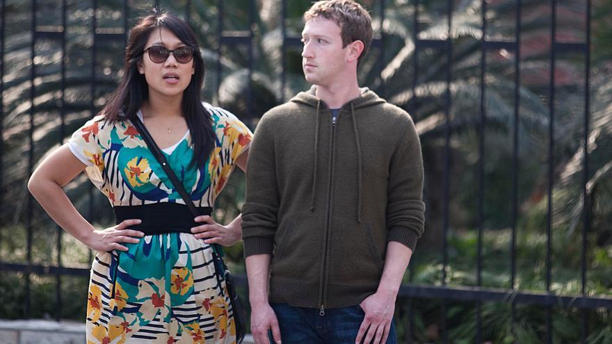 Mark Zuckerberg y su esposa Priscilla Chan en un viaje a Shanghai en 2012. Foto: Young Yee/Feature China