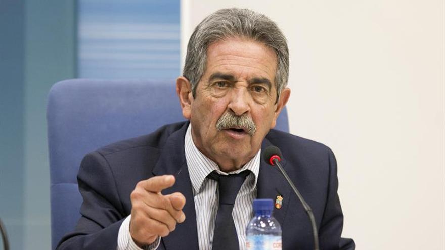 El presidente de Cantabria, Miguel Ángel Revilla, en rueda de prensa. |