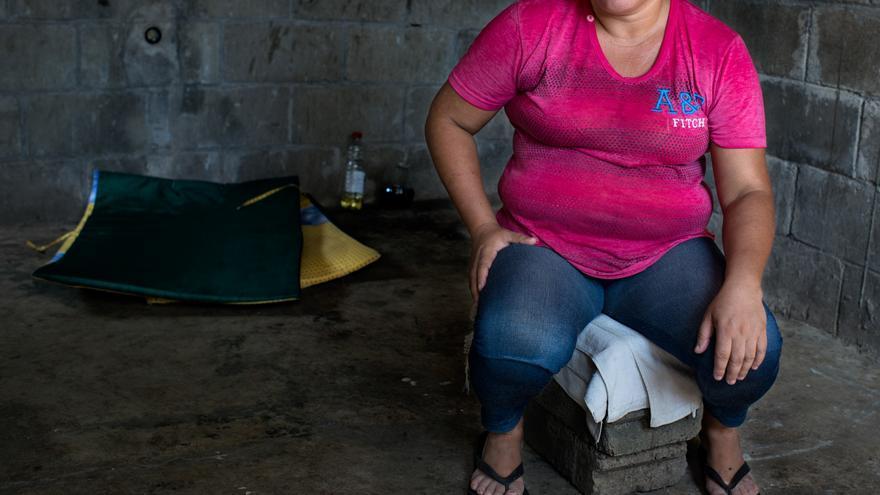 Alexa en su casa de Honduras después de ser deportada desde México | FOTO: Amnistía Internacional, Encarni Pindado