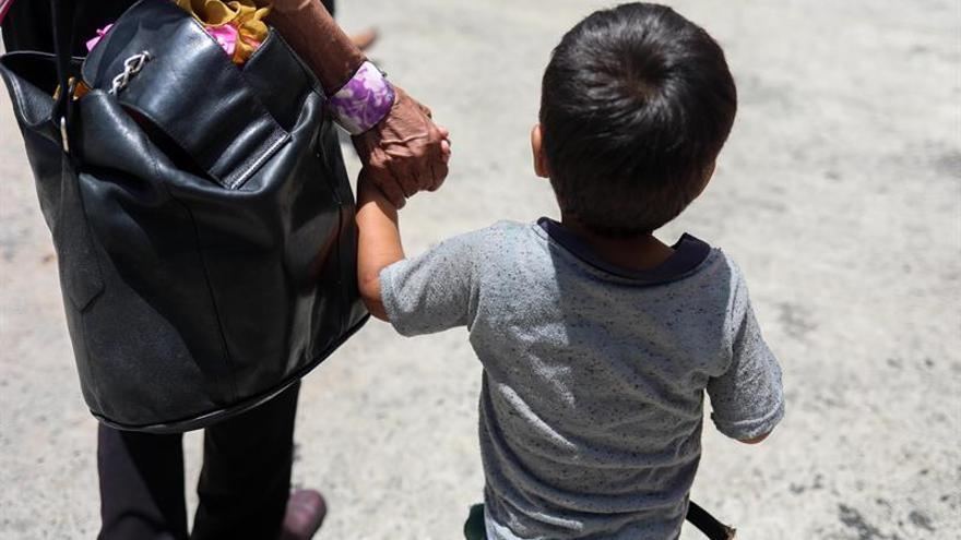 Ecuador adoptará un protocolo para proteger a los menores venezolanos migrantes