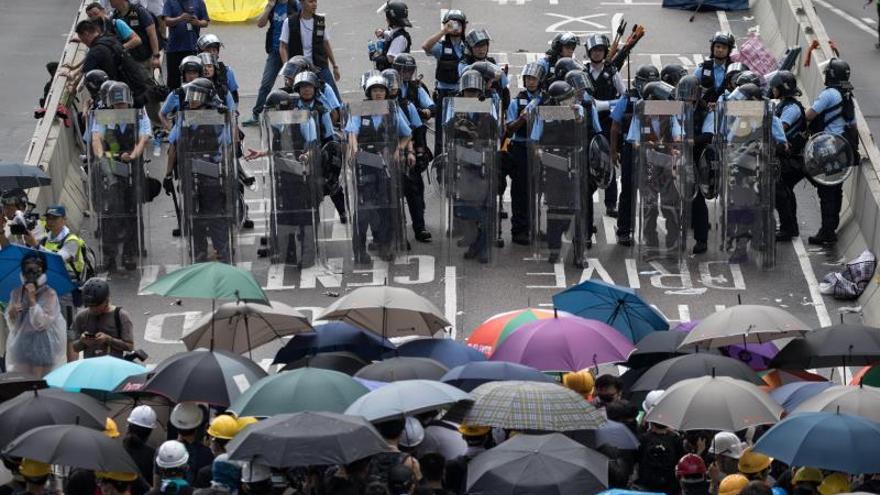 Cientos de miles de hongkoneses arrancan una marcha en el aniversario de la cesión británica