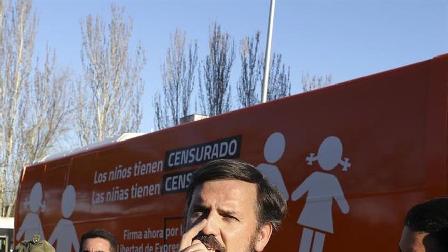 El presidente de Hazte Oír se presenta como víctima de la persecución política en el PE