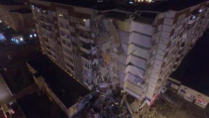 Asciende a seis el número de muertos en el derrumbe de un edificio en Rusia