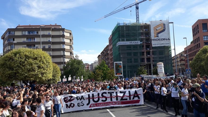 Miles de personas se manifiestan en Pamplona en contra de la sentencia del 'caso Alsasua'