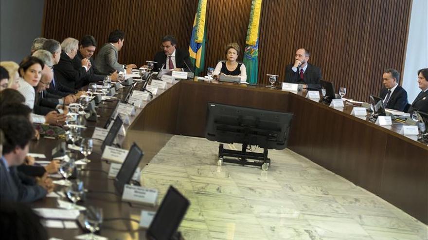 Rousseff pide una rápida definición sobre su juicio y el Congreso le da largas