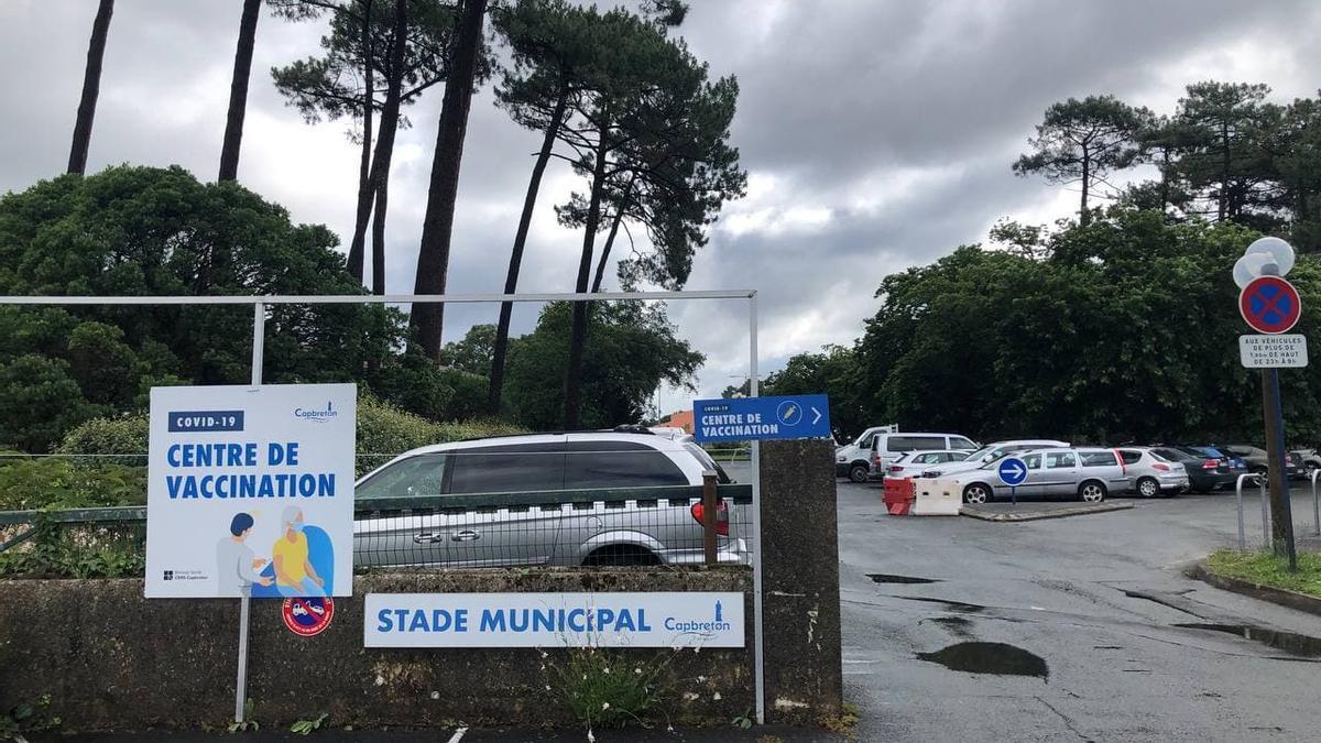 La entrada del centro de vacunación de Capbreton