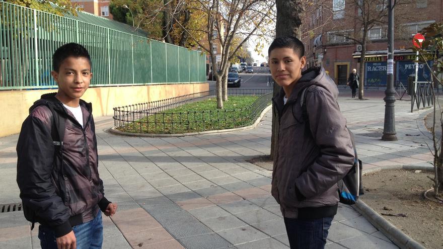 Bayron, izquierda, y Jordan, adolescentes ecuatorianos que viven en Vallecas (Madrid). Foto: S. H.