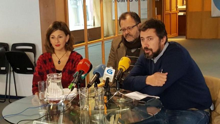 Yolanda Díaz, Fernando Souto y Antón Gómez-Reino, en rueda de prensa