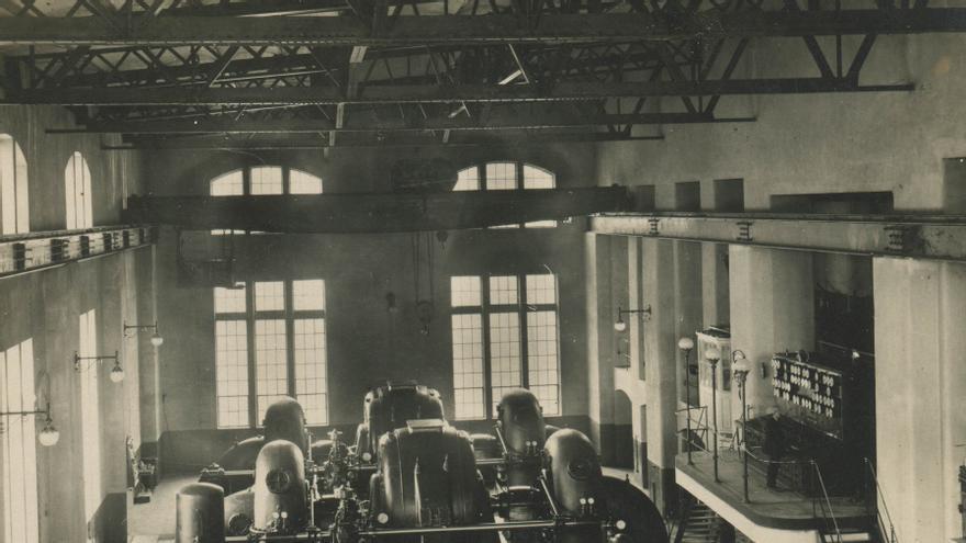 Imagen histórica de la sala de máquinas de la central. Foto: EDP