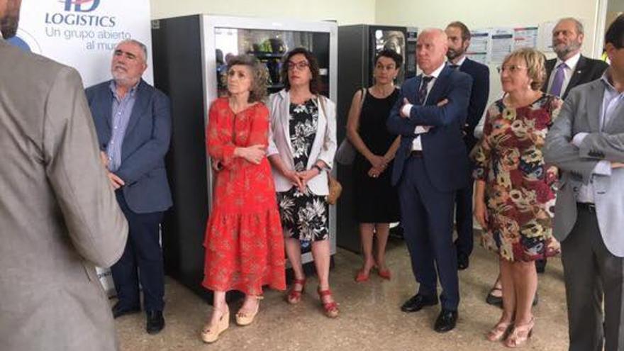 La ministra de Sanidad, María Luisa Carcedo, en el Punto de Inspección Fronterizo de València