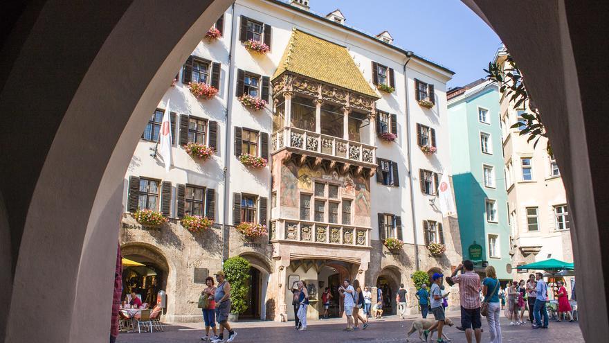 El Tejadillo de Oro desde los soportales del casco histórico de Innsbruck. Shadowgate