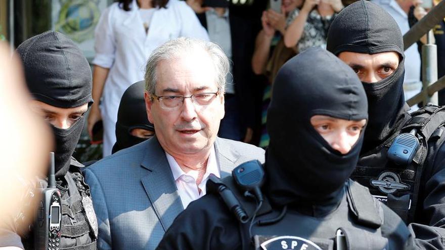 Condenan al impulsor de la destitución de Rousseff a 15 años por corrupción