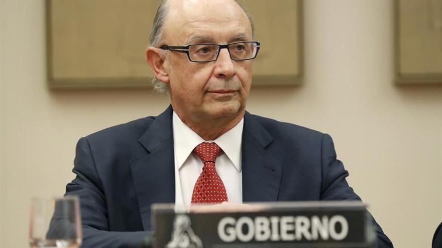 El Gobierno busca la forma de pagar las nóminas de los funcionarios catalanes