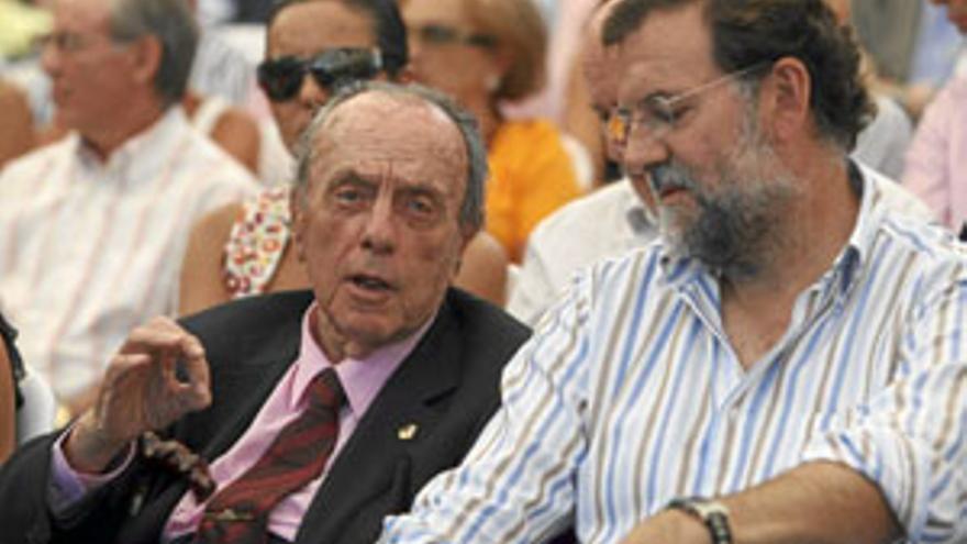 Manuel Fraga, con Mariano Rajoy. (CANARIAS AHORA)