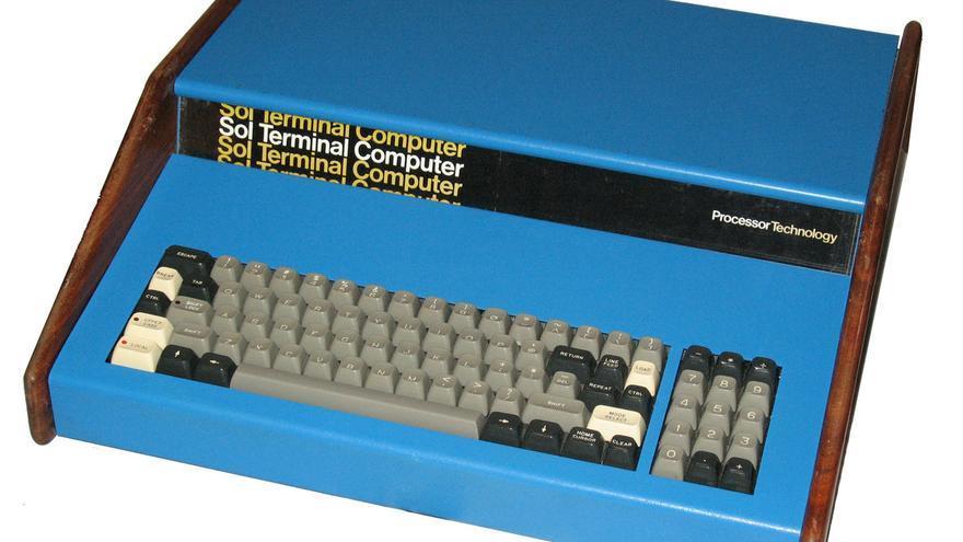 Se vendieron 12.000 ordenadores del modelo Sol-20, competidor del Apple I