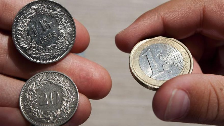El euro baja hasta 1,1491 dólares en Fráncfort