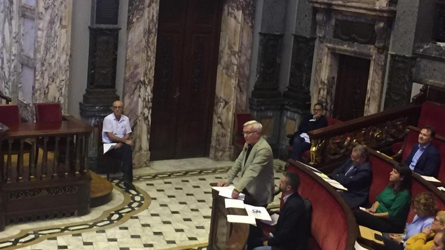 El alcalde de València, Joan Ribó, en el pleno extraordinario