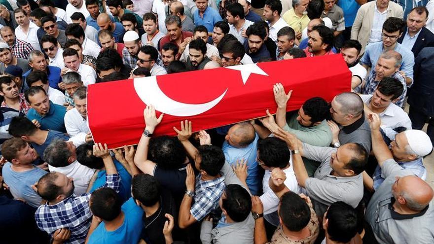 Se eleva a 45 el número de muertos en el atentado suicida en Estambul