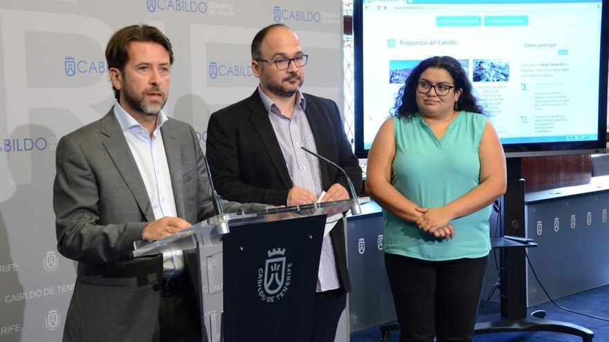 El presidente insular Alonso y los consejeros Valbuena y Yanes