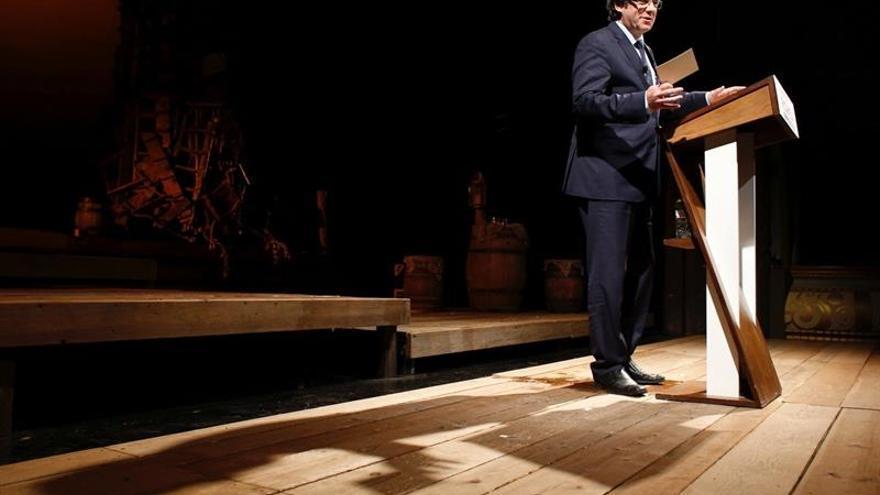 """Puigdemont promete un referéndum """"vinculante"""" para una nueva era en Cataluña"""