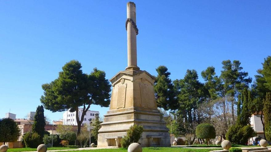 Monolito franquista de Villarrobledo / IU