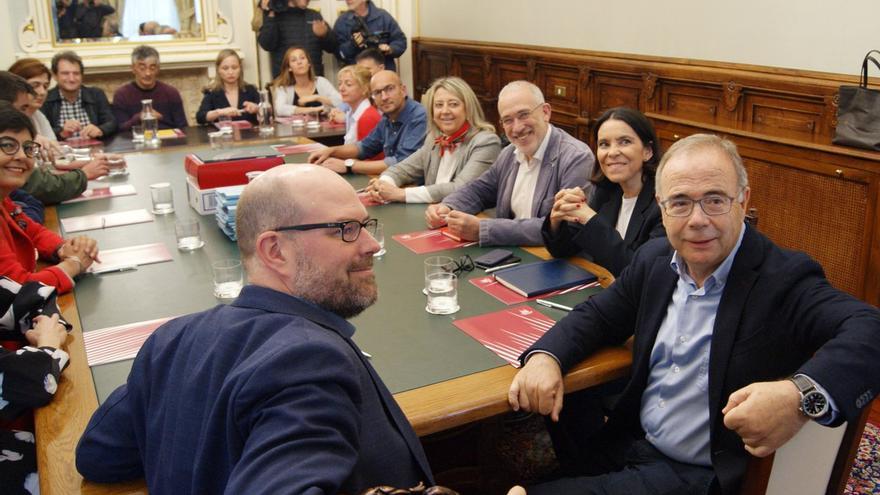 Primera reunión del traspaso de poderes entre Compostela Aberta y PSdeG