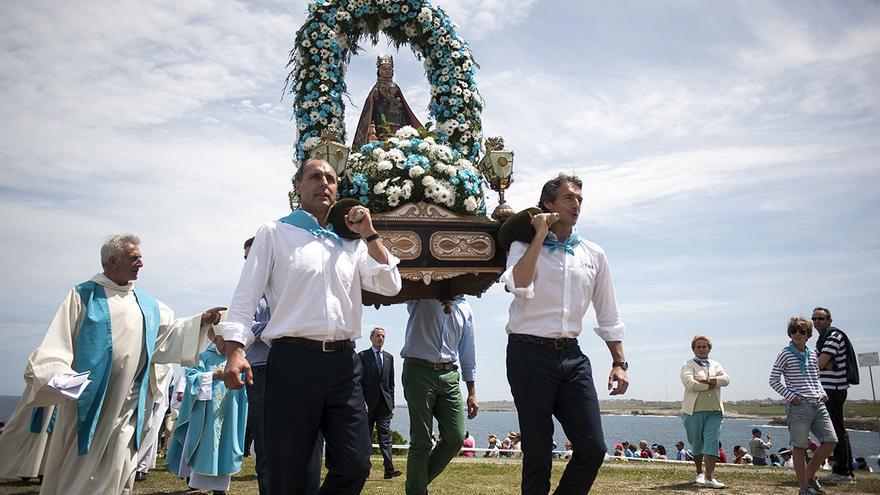 Diego y De la Serna portan la imagen de la Virgen del Mar | JOAQUÍN GÓMEZ SASTRE