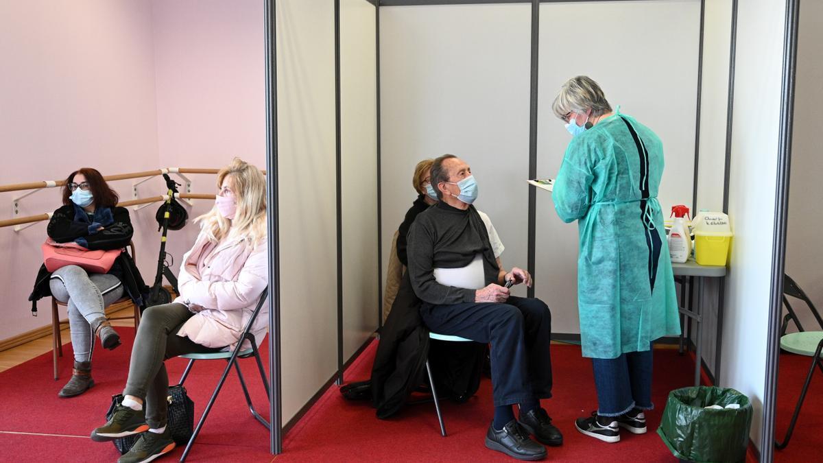 Centro de vacunación en Nogent-sur-Marne, cerca de París.