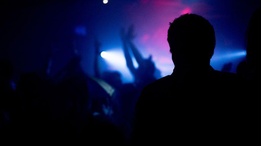 Imagen de archivo de una persona en una discoteca.