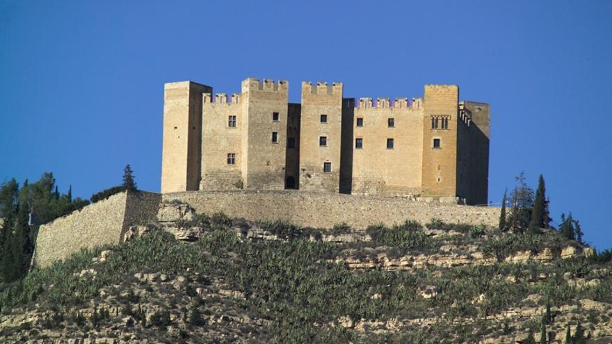 El Ayuntamiento de Mequinenza mantiene un acuerdo con Endesa para organizar visitas guiadas gratuitas a su castillo.