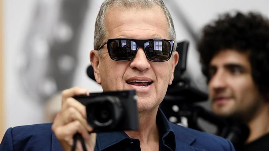 El fotógrafo Mario Testino.