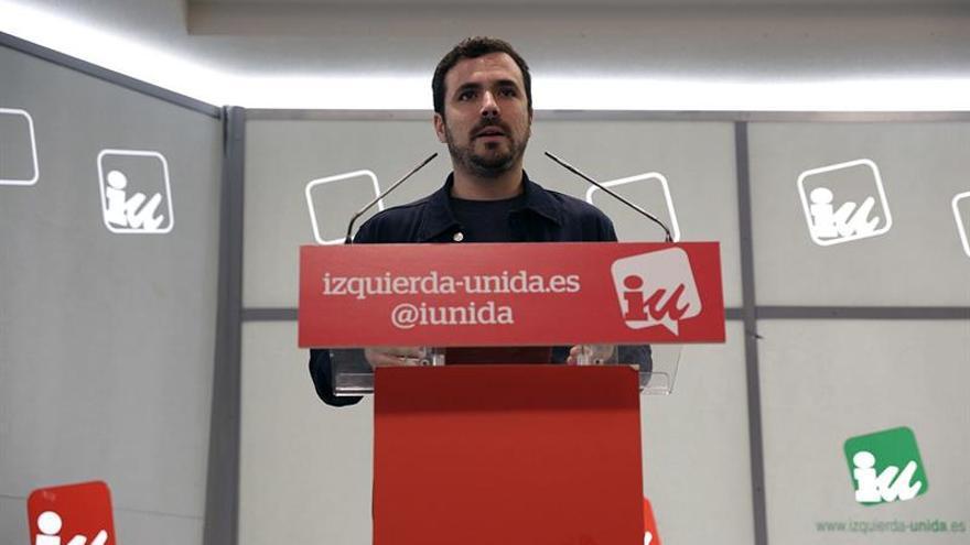 """Garzón vaticina que el 2017 será el año de """"la gran coalición"""" del PP y PSOE"""