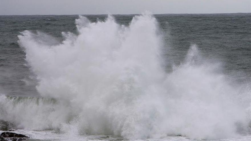 El temporal marítimo pone en alerta 12 provincias por viento e intenso oleaje